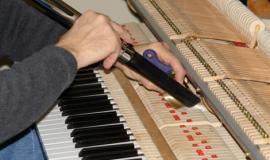 Vệ sinh đàn dương cầm cũng là cách bảo quản sản phẩm chu đáo