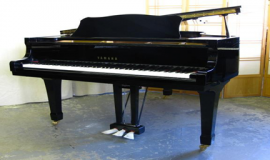 Grand piano yamaha G3E