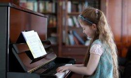 Cách chọn đàn piano phù hợp nhất cho bé